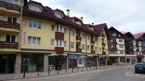 Tes Royal Plaza Apartments