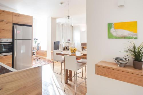 A BEAUTIFULLY DESIGNED 2BD BY SEA N' RENT